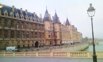 """title=""""パリの美しい風景""""alt=""""パリの美しい風景"""""""