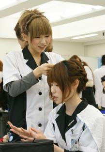"title=""完成間近。ツイストで髪型にアクセント""alt=""完成間近。ツイストで髪型にアクセント"""